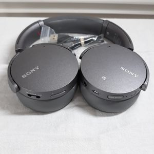 Sony Bluetooth Extra Bass Noise Cancelling Headphones for Sale in Murphy, TX