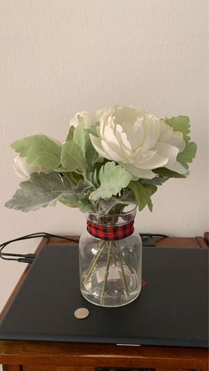 Fake white flowers with vase for Sale in Pasadena, CA