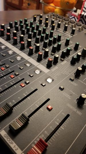 Yamaha MG 124CX mixing board (like new) for Sale in Los Angeles, CA