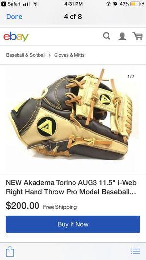 Baseball glove for Sale in South Gate, CA