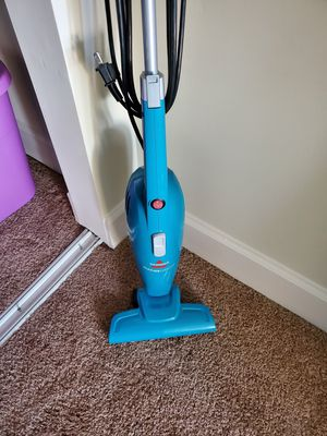 Bissell small vacuum for Sale in Saint Charles, MD