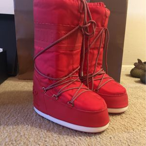 Moncler Moon Boot Size 8 for Sale in Silver Spring, MD