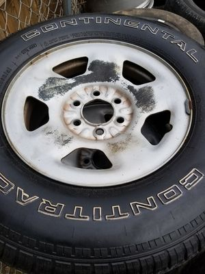 Set 4 used tires and wheels 6 lugs size 17 for Sale in Nashville, TN