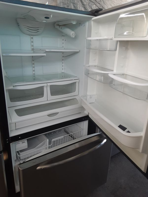 $399 Whirlpool Amana stainless bottom freezer fridge includes delivery in the San Fernando Valley a warranty and installation