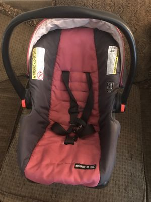 Graco snugride 30 infant car seat and base for Sale in Germantown, MD