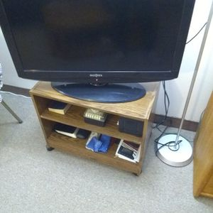 T.V. Stand And T.V. Insignia for Sale in Waterford Township, MI
