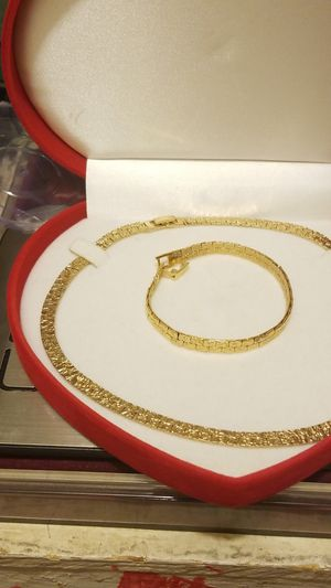 STUNNING GOLD PLATED NUGGET CHAIN WITH MATCHING BRACELET for Sale in Fort Belvoir, VA