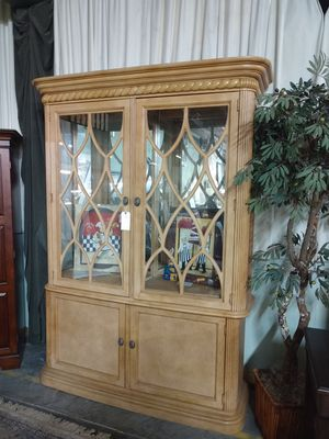 Drexel heritage china cabinet for Sale in Asheboro, NC