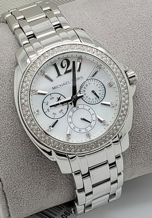 NEW WITH TAGS MICHAEL KORS SILVER WATCH. for Sale in Arlington, TX