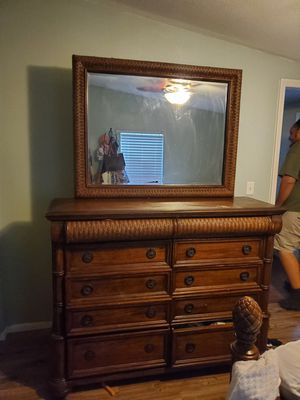 Dresser and Nightstand for Sale in Summerfield, FL