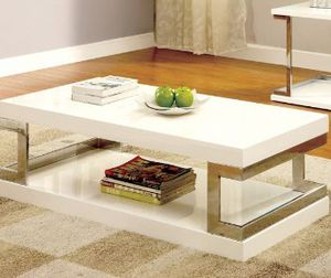 "47""w White gloss coffee table for Sale in North Las Vegas, NV"