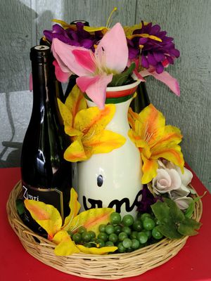 """""""Motherly Love"""" Pinot Basket for Sale in Molalla, OR"""