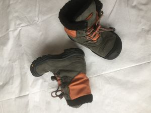 Keen snow boots winter kids boots size 11 for Sale in Bolingbrook, IL