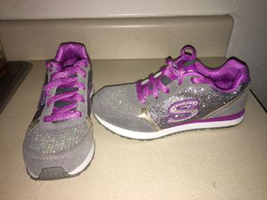 SKECHERS FOR GIRLS SIZE 5.5 for Sale in Tacoma, WA