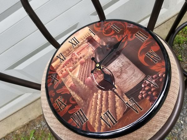 Vineyard style clock