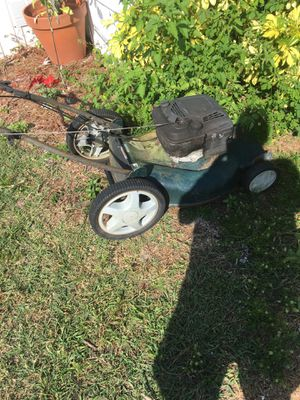 Craftsman self propelled lawn mower for Sale in Avon Park, FL