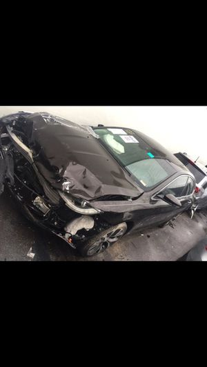 2017 Chrysler 200 for parts parting out oem part for Sale in Miami, FL