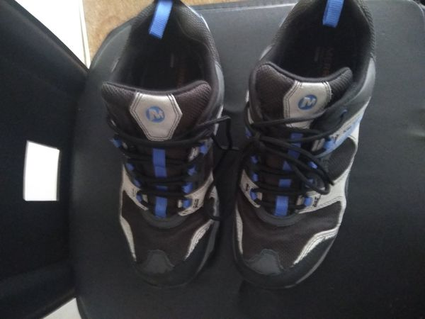 Nice tennis shoes size 9