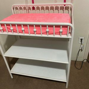Baby's Changing Table for Sale in Fresno, CA