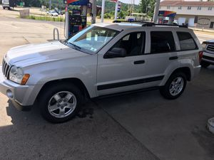 Beautiful 06 Jeep grand Cherokee Laredo for Sale in Pittsburgh, PA