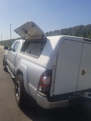 Toyota Snug Pro camper remote control locking Shell back up camera brake light ladder rack Toyota Tacoma 2013 long bed for Sale in Riverside, CA