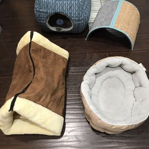 Cat Beds And Scratcher for Sale in Costa Mesa, CA