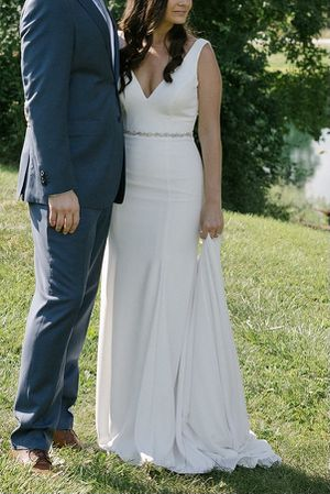 Minimalist crepe wedding dress for Sale in Lombard, IL