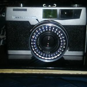 Vintage Petri. 7s 35mm camera ..in good working condition for Sale in San Jose, CA