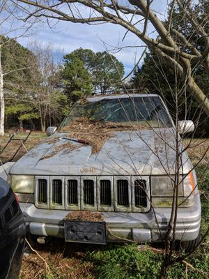 Jeep Cherokee norvis edition PARTS ONLY. V8 engine and transmission strong but frame damage when it was wrecked. Interior shot as well. for Sale in Amelia Court House, VA
