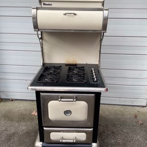 Heartland Model 9100 Gas Stove for Sale in Shirley, NY