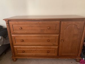 CRAFTIQUE Dresser with Storage closet for Sale in Maple Shade Township, NJ