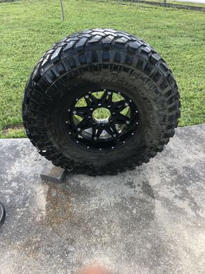 Set of 4 Nitto 40x13.5r17 with fuel rims for Sale in Lake Worth, FL