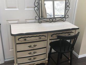 Vintage Vanity Set - $100 Total: Desk ($50) Chair ($10) Mirror ($40) for Sale in Renton,  WA