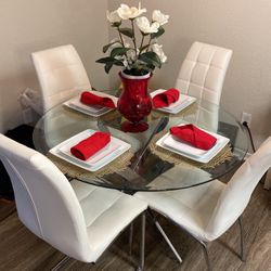 Table And Chairs For Sale for Sale in Huntington Beach,  CA
