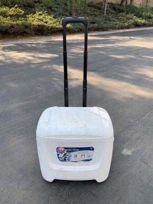 Igloo Marine Breeze Rolling Cooler, 28 Quarts for Sale in Buena Park, CA