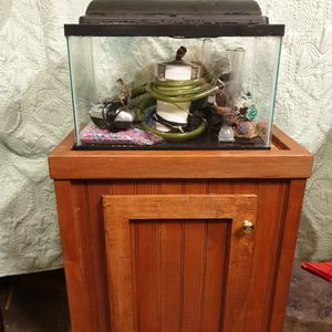 Fish Tank And Stand 10 Gal for Sale in Woodburn, OR