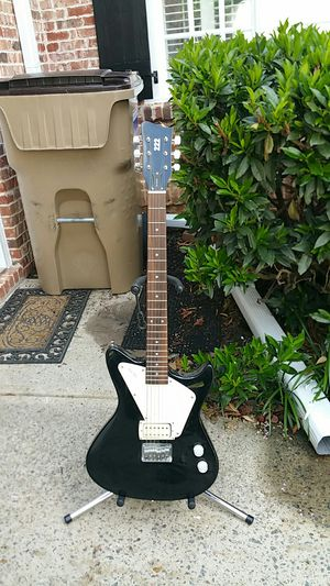 First Act electric guitar model PL 4042 super nice for Sale in Marietta, GA