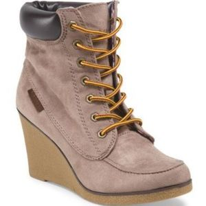 Rock & Candy by ZiGi Wedge Taupe Work Boots - Size 8.5 for Sale in East Hartford, CT