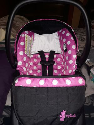 Girl car seat with base for Sale in Houston, TX