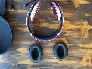 Pink beats studio wireless with aux cord and charger and hard shell case for Sale in Marietta, GA