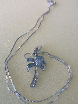 Beautiful Silver Palm Tree Necklace for Sale in Bristow,  VA