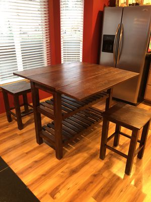 Kitchen Table w/ Barstools for Sale in Maple Valley, WA
