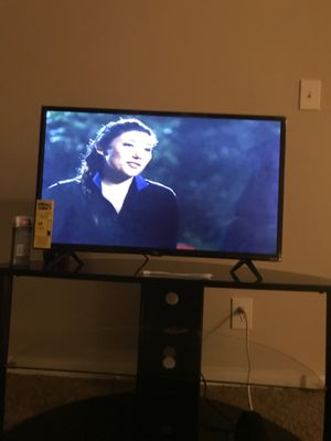 TCL ROKU SMART TV 32 inch for Sale in Baltimore, MD
