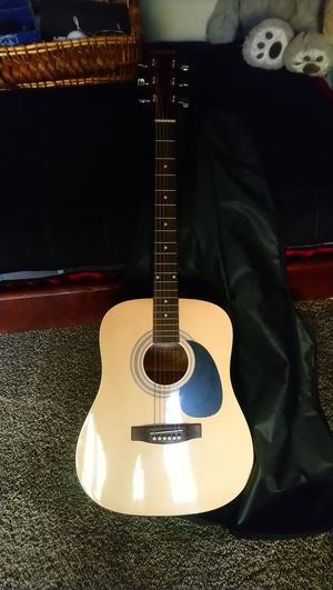 Suzuki guitar. Never used. Perfect for beginners. for Sale in Anaheim, CA