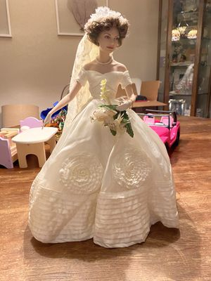 Jackie Kennedy doll with replica wedding dress for Sale in Palm Harbor, FL