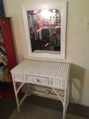 Vanity table with mirror ( white ) for Sale in Alexandria, VA
