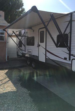 2014 Coleman 27 foot travel trailer sleeps nine people for Sale in Hayward, CA