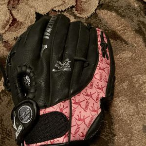 Pink And Black Youth Small Fast Pitch Softbal Glove In Great Condition Mizuna Max Flex for Sale in Gilbert, AZ