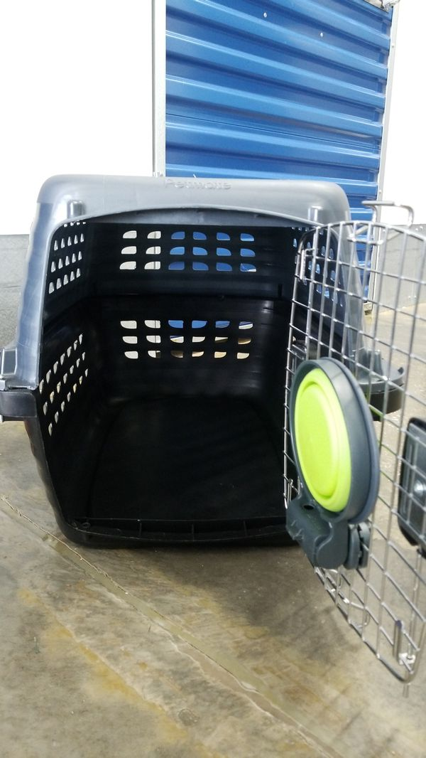 Petmate Medium kennel w/bowl