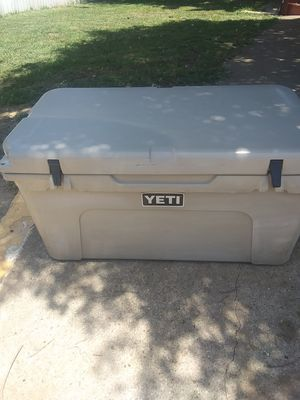 YETI 65 COOLER for Sale in Haltom City, TX